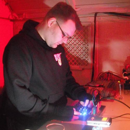 11.03.2011- Klirrbar: Circuitnoise