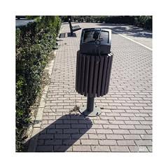 Telebasura... (ngel mateo) Tags: ngelmartnmateo ngelmateo elejido basura televisin papelera sombra banco tv trash bin shadow bench telebasura