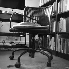 Arbetsstolen (rotabaga) Tags: sverige sweden svartvitt göteborg gothenburg lomo lomography lubitel166 tmax100 twinlens blackandwhite bw bwfp mediumformat mellanformat 120 6x6
