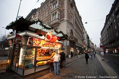 Puesto de comida (machbel) Tags: calle edificios comida praga tienda repblicacheca canon1740f4l canoneos5dmarkii