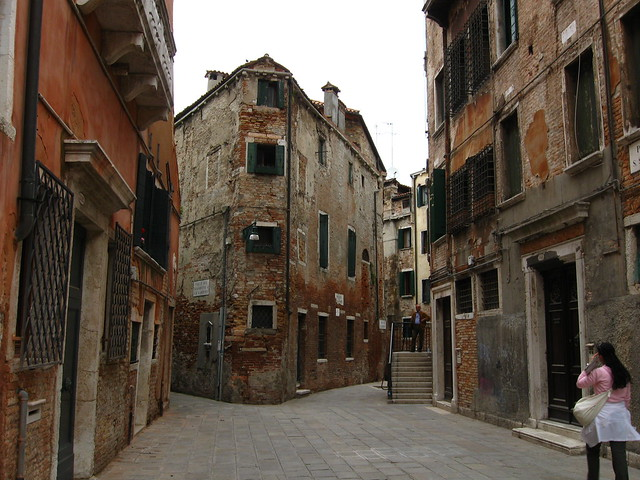 ヴェネツィアの古い建物のフリー写真素材