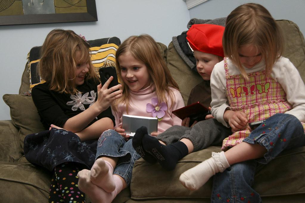 (070/365) February 6, 2011: Super Bowl bores children