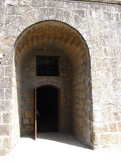開いた扉のフリー写真素材