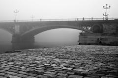 Puente Triana, Sevilla. Desde Marqus de Contadero (https://www.facebook.com/juanrendonphoto) Tags: bw blancoynegro rio fog river puente sevilla guadalquivir nikon andalucia andalusia niebla triana puentedetriana trianabridge puentetriana d300s nikond300s