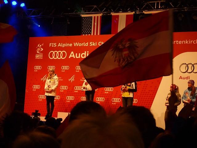 Fahne im Weg - Ski-WM 2011