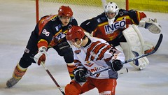 Défense Meudonnaise (schumitheboss) Tags: hockey goal cage projection filet crosse maillot glace plat casque gardien cholet meudon mitaine jambière