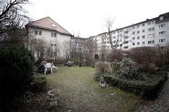 garden party (Herr Bastian) Tags: windows house green canon garden munich mnchen eos sof