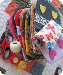 Iniciando mais uma  semana abençoada... (Joana Joaninha) Tags: feltro fevereiro linha 2011 kitcostura póa joanajoaninha hellennilce