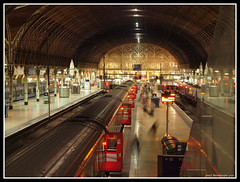 London Paddington Station [Explored] (Joost Boudewijns Trains) Tags: old en london station swansea night underground de riviera fotografie diesel heathrow district great first rail railway olympus line national western paddington express smokes joost sleeper aan e600 hst hammersmithcity esystem boudewijns
