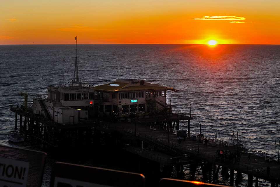 santa monica pier at sunset from the ferris wheel (iPhone wallpaper)