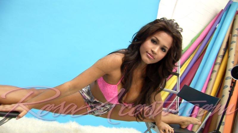 rosa-acosta-stretch-2011-01