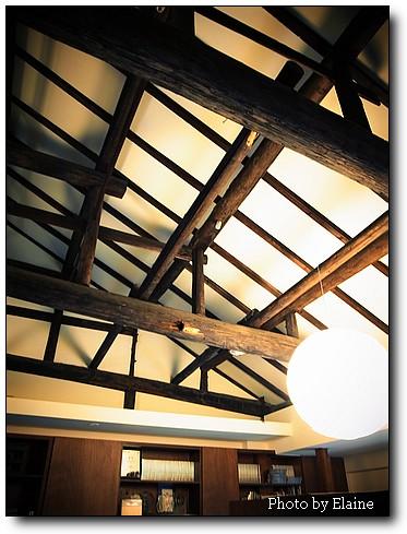 二樓傳統工法的樑木