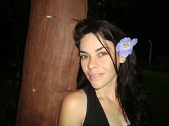 DANIELA (dhangermania) Tags: clara flores amor mulher paz felicidade diverso campo daniela noite garota alegria beleza sorriso arvore menina calma tranquilidade verdes passeio pele anoitecer sitio amanhacer entusiasmo amizades olhes