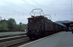 117 113  Tübingen  04.05.78 (w. + h. brutzer) Tags: analog train germany deutschland nikon eisenbahn railway zug trains db locomotive e17 117 tübingen lokomotive elok eisenbahnen eloks webru