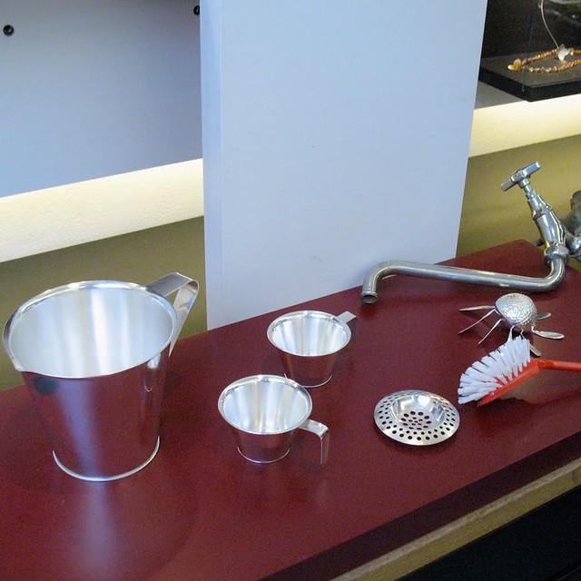 Klara_Eriksson_measuring_jugs_silver