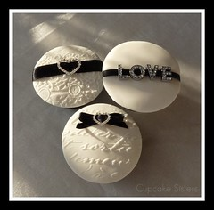 "Black & White ""LOVE"" (Cupcake Sisters (Senel)) Tags: wedding white black love fashion cake hearts design cupcakes spain ribbons heart stuttgart letters brooch espana cupcake mallorca couture majorca haute embossing torten pasteles hochzeitstorten tartas decoradas cupcakesisters"