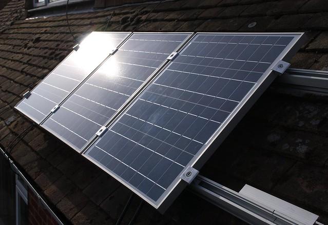 DSC_7182 Fitting solar PV