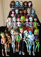 many monsters 2 (Laila X) Tags: blue beach monster de high wolf doll dolls jackson frankie nile hyde gb gloom holt cleo stein mattel deuce jekyll gorgon lagoona dotd yelps ghoulia clawdeen dawnofthedance draculaura