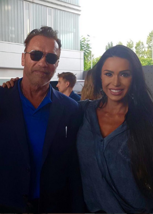 Schwarzenegger visita Barcelona e faz selfie com Neymar e Gracyanne Barbosa