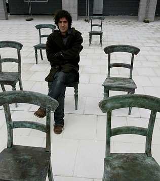 Yo mismo en el monumento al espectador. by SUSO BASTERRECHEA