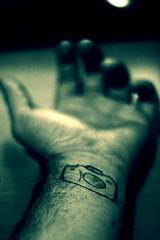 29/365 (austin553 (Alberto Urbano)) Tags: camera canon logo arm bokeh desenfoque tatoo dibujo tatu camara tatuaje brazo