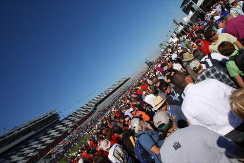 Quite a crowd on pitlane prior to the race