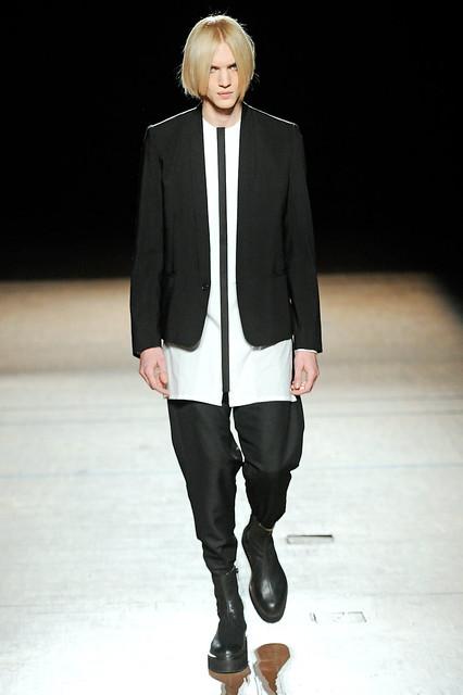 Paul Boche3205_FW11_Paris_Damir Doma(Simply Male Models)