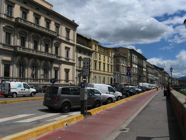 フィレンツェの通りのフリー写真素材