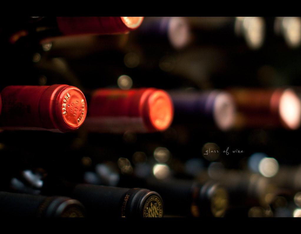 Project 365, 183/365, Day 183, Bokeh, strobist, wine, red wine, glass, glass of wine, 50mm, Sigma 50mm F1.4 EX DG HSM