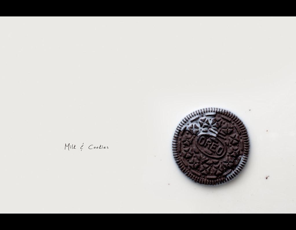 Project 365, Day 190, 190/365, strobist, oreo, milk, milk and cookies, float, Sigma 50mm F1.4 EX DG HSM, 50mm, crunch, tasty, Milk & Cookies,