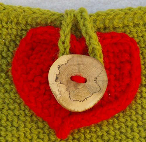 Heart as applique for Oruaka button closure