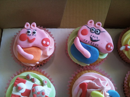 Mummy Pig and Daddy Pig Peppa Cupcakes