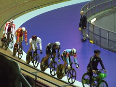 Chris Hoy looks back in the ill fated Keirin Final (murky) Tags: manchester velodrome nationalcyclingcentre chrishoy uciworldcupclassics kamilkuczynski jasonniblett edwarddawkins azizilhasniawang peraltagascon