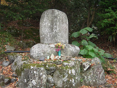 - Tenkawa village // 2010.11.14 - 07 (Tamago Moffle) Tags: monument japan  nara  tenkawamura      narapref  tenkawavillage yoshinodistrict