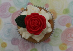 Rose cupcake (Victorious Cupcakes) Tags: cupcakes recipes victorious goodtoknow milliesassembly victoriouscupcakes