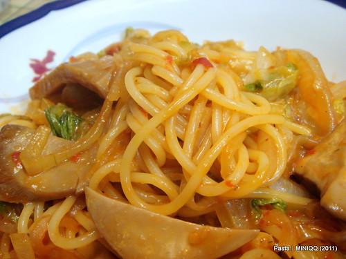 20110228 Pasta 洋蔥杏鮑菇辣味義大利麵