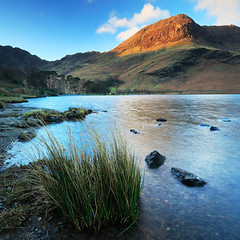 High Crag over Buttermere (rgarrigus) Tags: england lake sunrise landscape rocks europe unitedkingdom lakedistrict lakeside haystacks cumbria bracken tse alpenglow buttermere highcrag greatphotographers watermorning