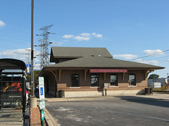Hegewisch station on the South Shore Line (by: Zol87, creative commons license)