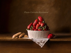 Fragaria (corradoriccomini) Tags: life fruit table still top fragole