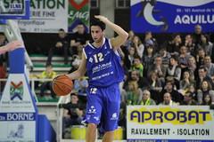 Cdric Gomez (poitiersbasket86) Tags: basket match pubs 86 gomez vichy dribble poitiers cdric proa exterieur pb86 20102011