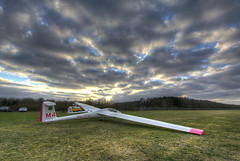 ASK-23 (Lennart Batenburg) Tags: canon eos glider hdr highdynamicrange 1022 ssb zweefvliegtuig soesterberg 50d ehsb acvz