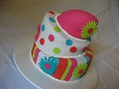 Bolo Torto (Confetti & Cupcakes) Tags: pink cupcakes pasta confetti americana bolo margarida topsy colorido gostoso drika andares torto novaes decorado gostosos decorados turv confettiecupcakes