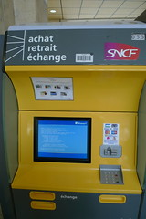 SNCF ticket machine stuck in reboot cycle (tom.betts) Tags: france bluescreenofdeath bsod poitiers sncf fastticket poitoucharentes
