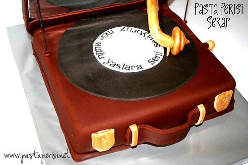 Gramophone CAKE -Bertan