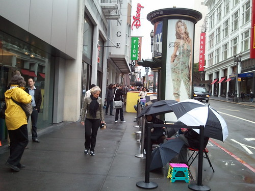 Mac Book Pro And iPad 2 Line: A Day At Apple Store San Francisco