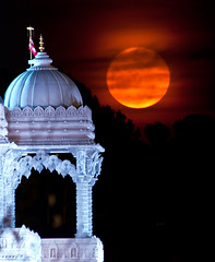 Temple Moonrise (JLMphoto) Tags: atlanta moon georgia temple balcony united super moonrise states hindu mandir baps shri lilburn swaminarayan 2011 perigee jlmphoto supermoon