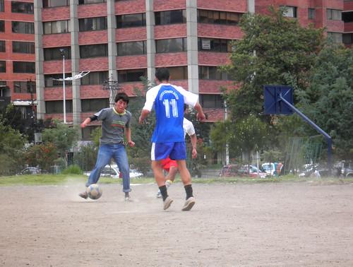juega futbol con bluyín