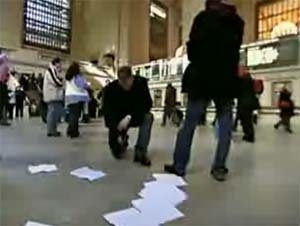 "Improv Everywhere's ""Frozen New York"" Stunt Confuses Grand Central Station [video]"
