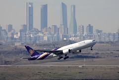 Boeing 777-2D7ER (HS-TJW) 17.1.2015 (Mariano Alvaro) Tags: thai airways madrid cba boeing 777 barajas bangkok