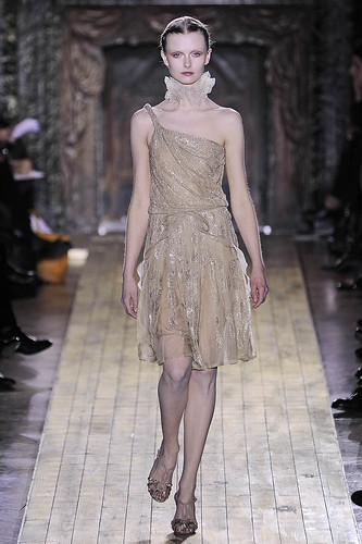 valentino-couture-ss2011-runway-024_172457227548